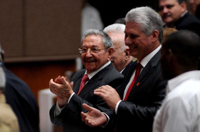 Asiste Raúl a toma de posesión de nuevo Consejo de Estado de Cuba