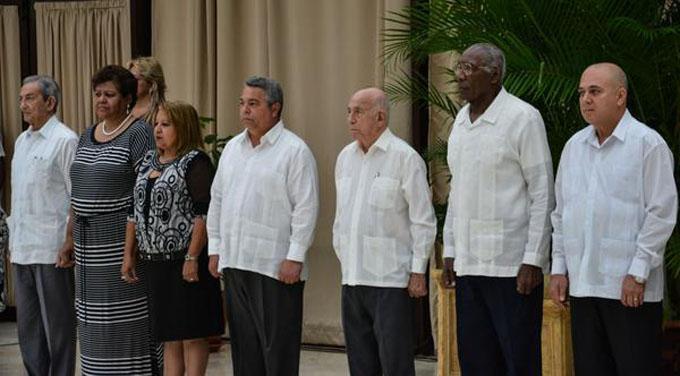 Condecora Machado Ventura a 13 Héroes y Heroínas del Trabajo (+fotos)