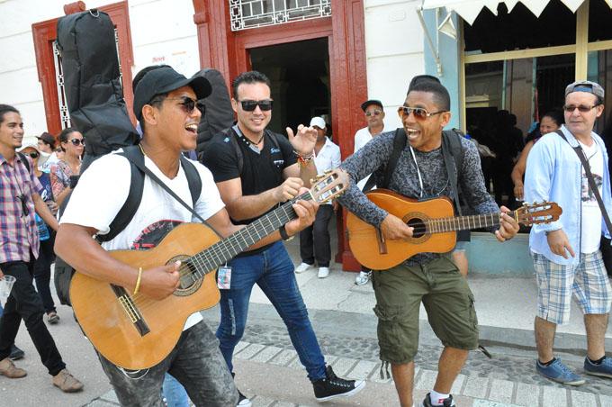 Jóvenes artistas elevan sus voces por la patria (+ fotos y video)
