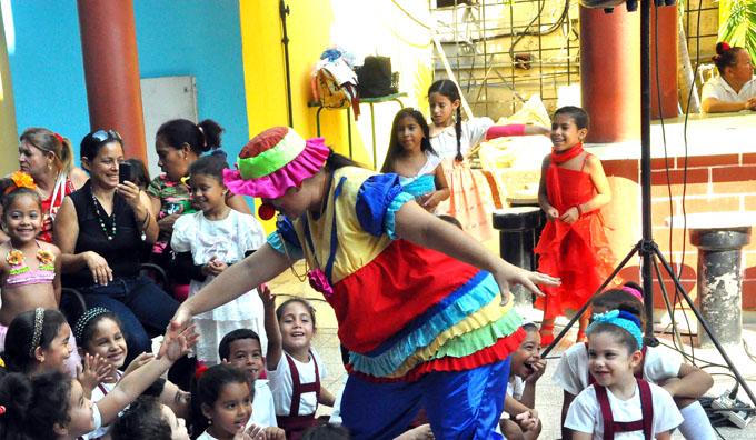 """Pabellón de teatro """"Tablas"""" en Feria del Libro granmense"""