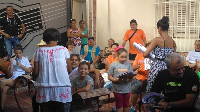 De visita en Granma integrantes de La Colmena TV