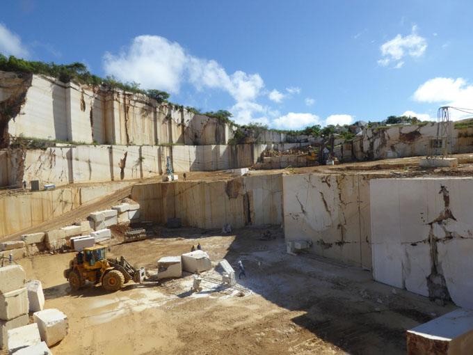 Nuevos equipos aumentarán producción de mármol en Granma (+ fotos)