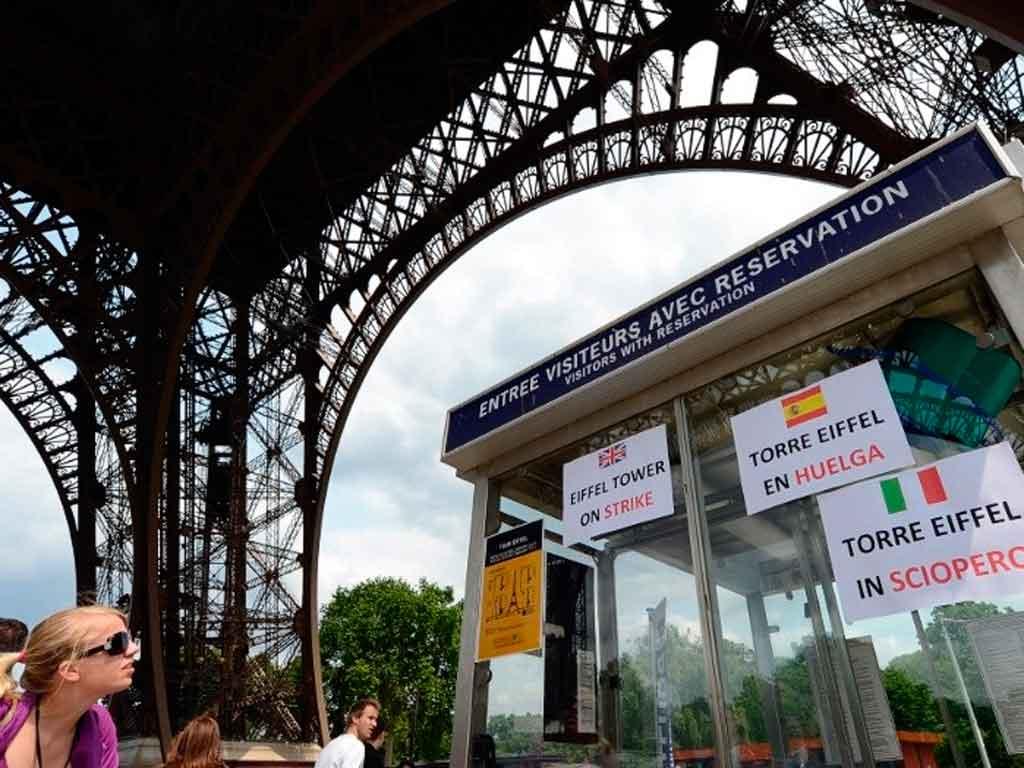 Cierran torre Eiffel por huelga del personal de seguridad