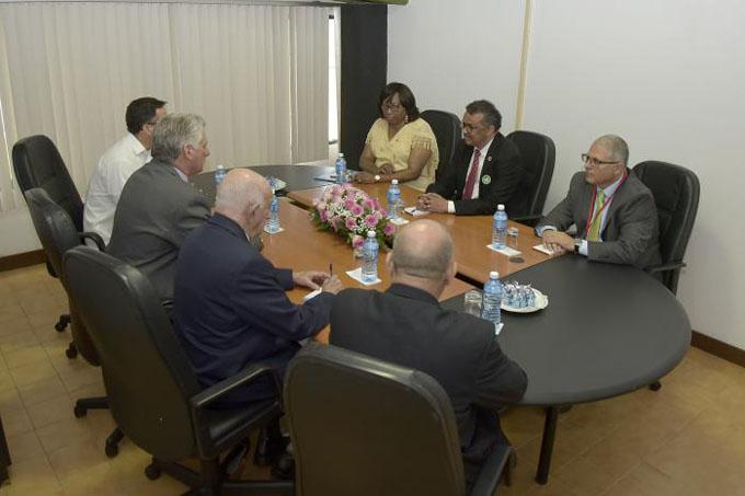 Recibió Díaz-Canel a directivos de la OMS y la OPS