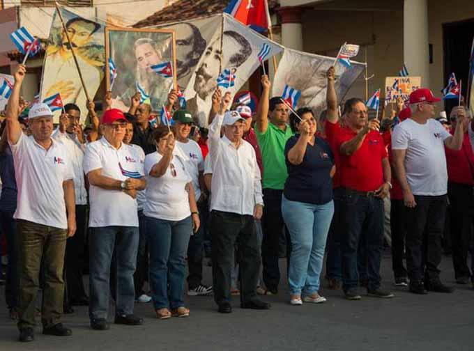 Machado Ventura junto a los trabajadores en Pinar del Río