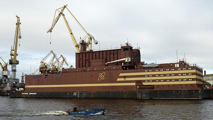 Zarpa en Rusia la primera central nuclear flotante del mundo (+ fotos)