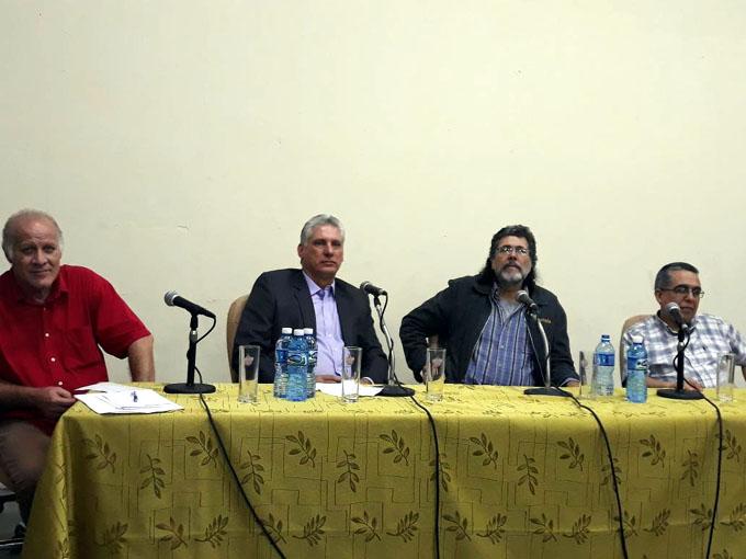 Dialoga Díaz-Canel con artistas que actuaron en el Kennedy Center y en Perú (+ fotos)