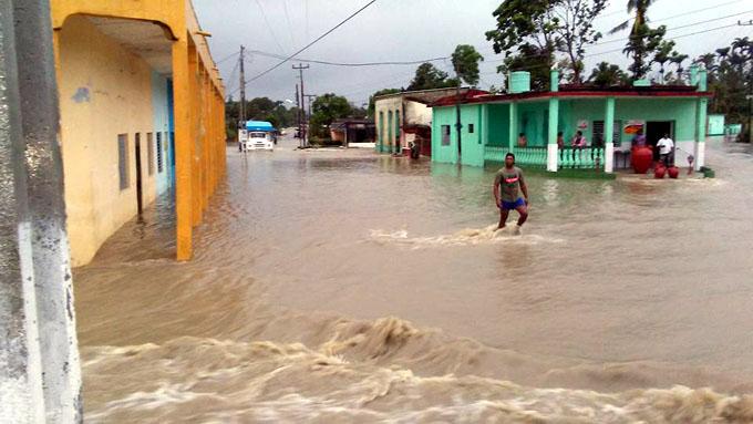 Lluvias provocan estragos y miles de evacuados en Cuba (+ fotos y videos)