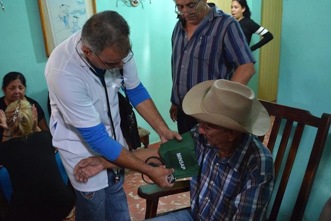 Rinden homenaje en Bayamo a matrimonio víctima del accidente aéreo (+ fotos y audios)