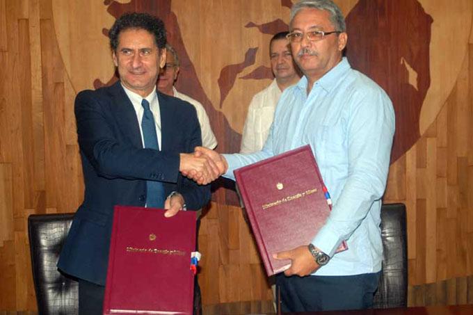 Firman Italia y Cuba acuerdo para promoción de energías limpias
