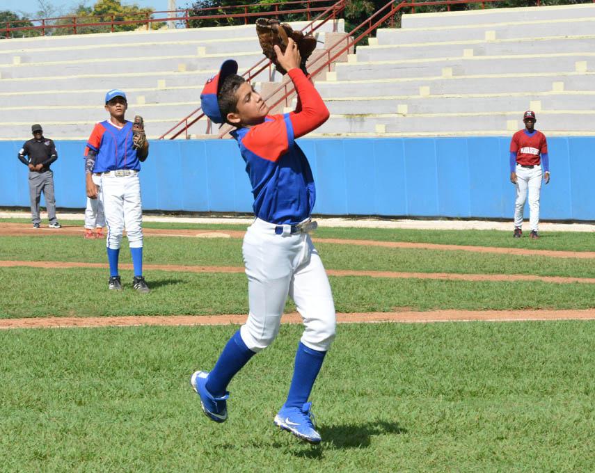 Granma y Santiago a duelo de invictos en fase final del béisbol 11-12 años