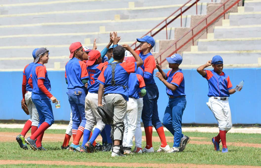 Persiste el invicto de los granmenses en final del béisbol 11-12 años