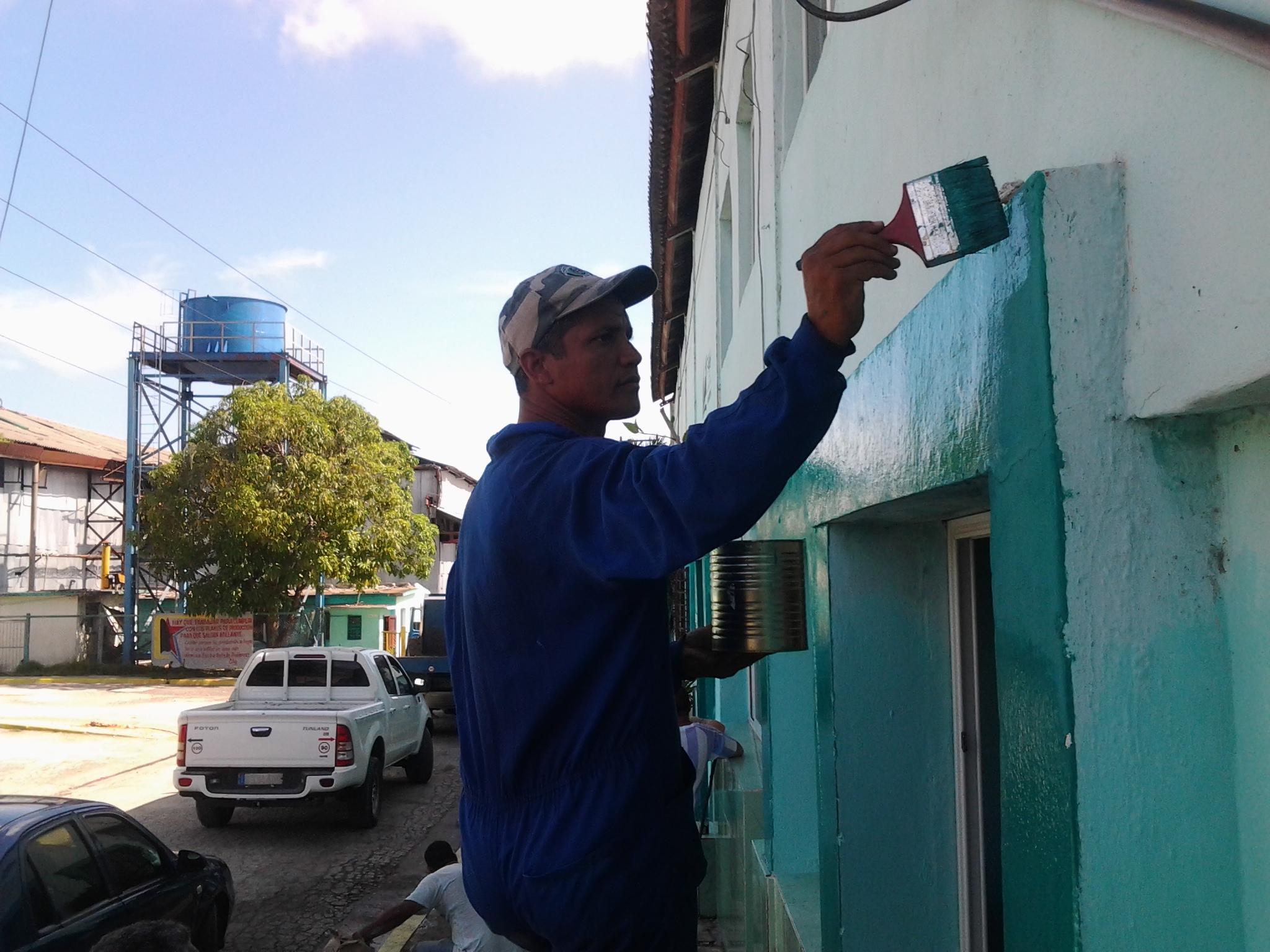 Expresa dirigente político confianza en el pueblo manzanillero (+ fotos)