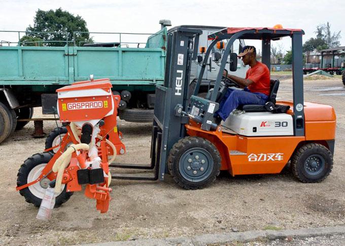 Acometen montaje de modernos equipamientos agrícolas en Granma (+ fotos)