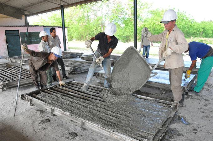 Resaltan logros en la producción de materiales para la construcción en Guisa