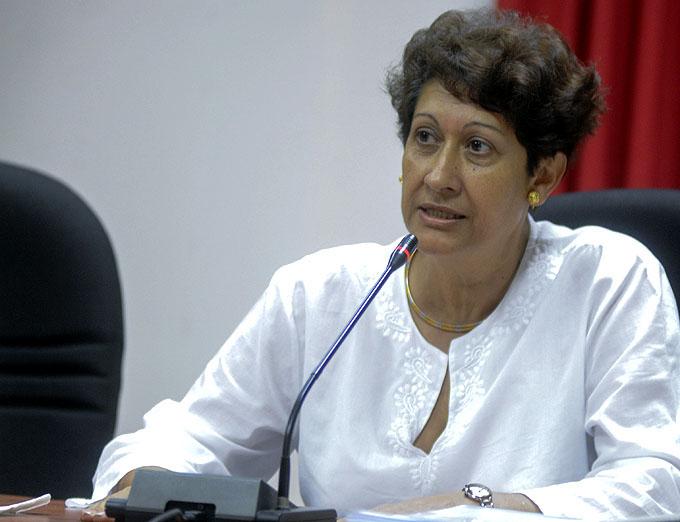 Elogia ministra de Educación resultados de exámenes de ingreso
