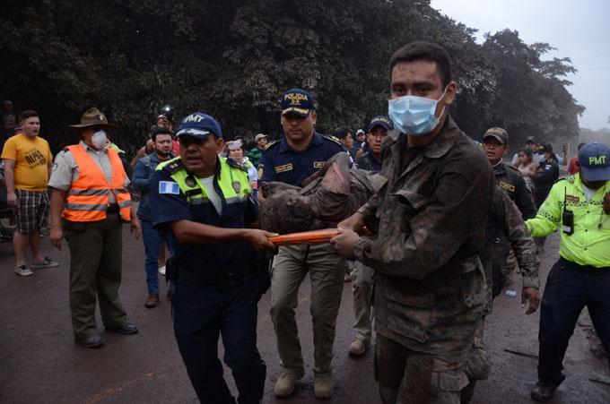 Continúan las labores de búsqueda de desaparecidos en Guatemala (+ fotos y videos)