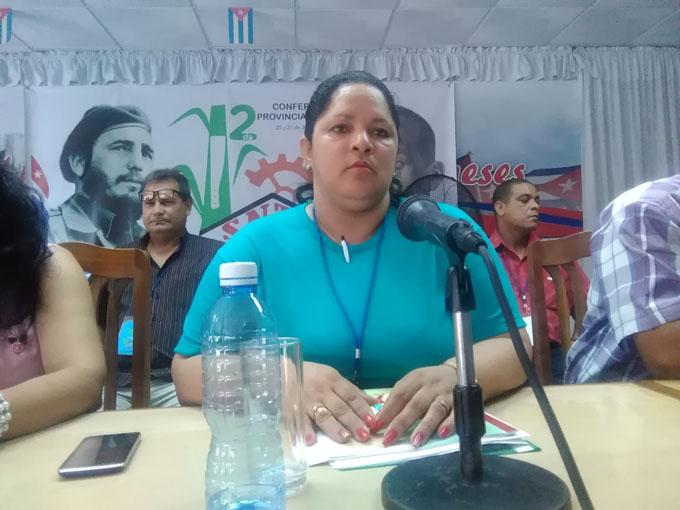Trabajadores azucareros de Granma en debate sindical