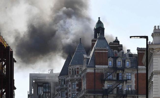 Humo negro sobre Londres por un gran incendio cerca de Hyde Park (+ fotos y videos)