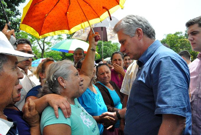 Recorre presidente cubano sitios de interés social y económico en Granma (+ fotos, audios y videos)