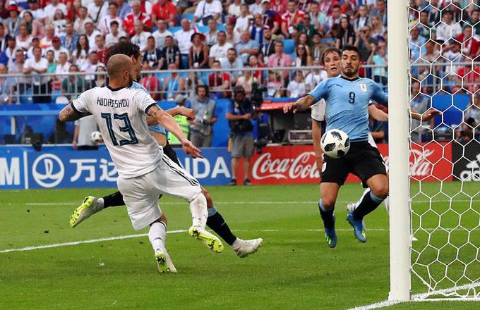 Uruguay ratifica su favoritismo y derrota a Rusia en el Mundial