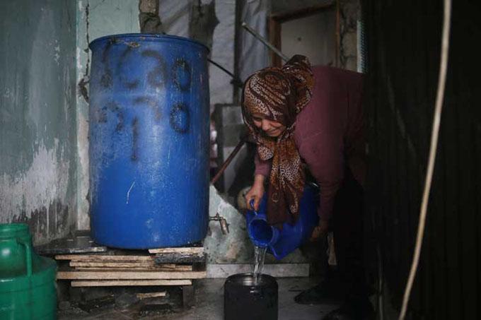 Palestinos enfrentan una marcada carencia de agua potable