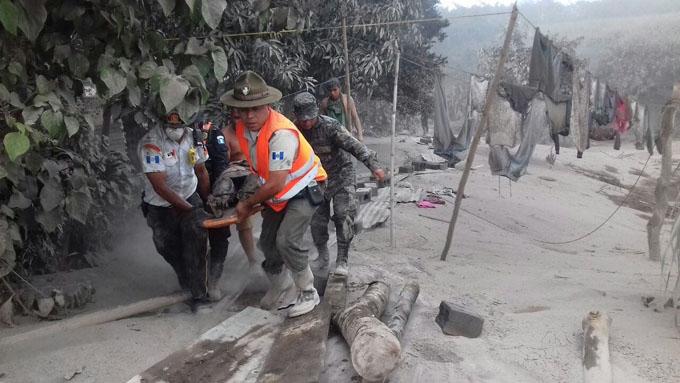 Rescatistas guatemaltecos, los héroes entre tanta tragedia (+ fotos y video)