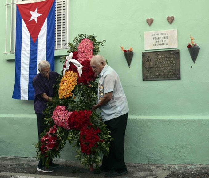 Ofrendas florales a Frank País, Raúl Pujol y a los mártires