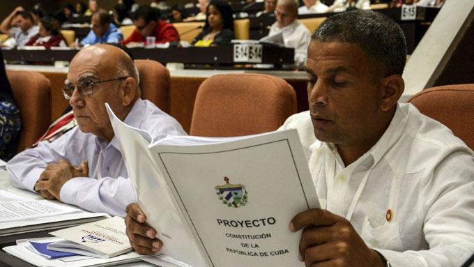 A la venta Tabloide con Proyecto de Constitución de la República