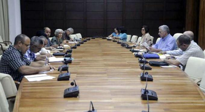 Continúa Presidente cubano chequeo de programas destinados al desarrollo económico y social