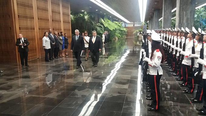 Recibe Díaz-Canel al primer ministro sanvicentino