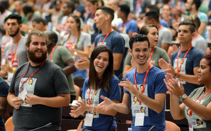 Universitarios cubanos comprometidos con perfeccionar el socialismo