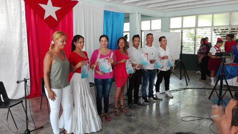Distinguen desempeño de profesores y colectivos docentes manzanilleros (+ fotos)