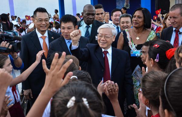Líderes vietnamitas felicitan a Cuba por Día de la Rebeldía Nacional
