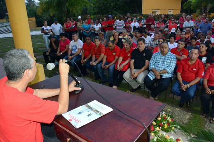 Presentan revista Granma en homenaje al 26