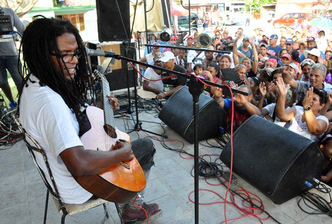 Llegan reconocidos artistas cubanos al consejo popular Julia (+ fotos)