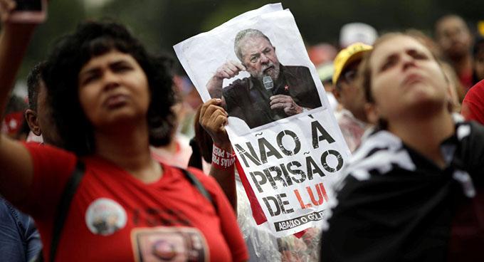 Alistan huelga de hambre en Brasil para exigir libertad de Lula