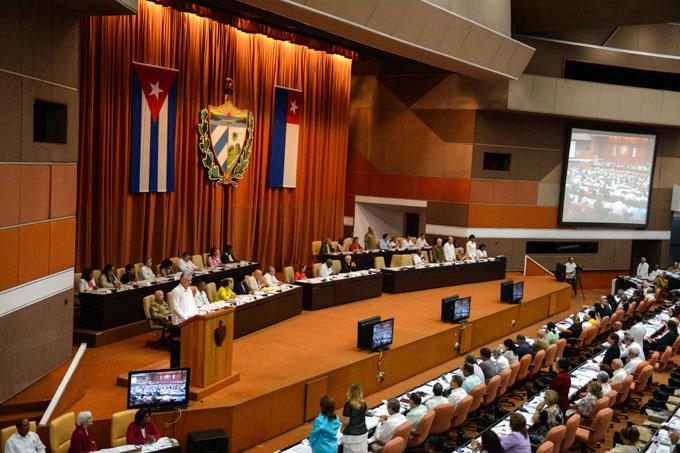 Parlamentarios cubanos analizan anteproyecto de Constitución (+ video)