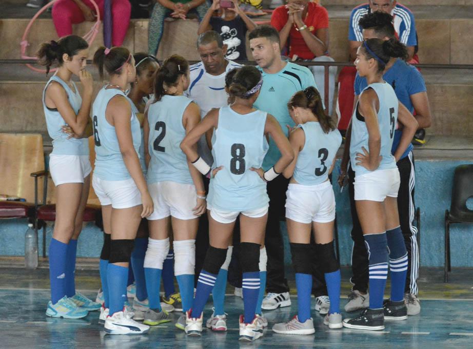 Granmenses y capitalinas confirman candidaturas al título en el voleibol escolar