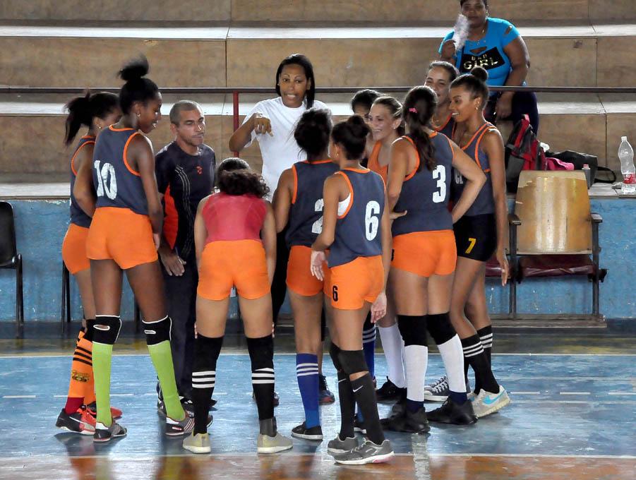 Se busca el campeón del voleibol femenino escolar