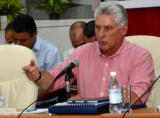 Recabó Díaz-Canel mayor esfuerzo y control para cumplir el plan de la economía