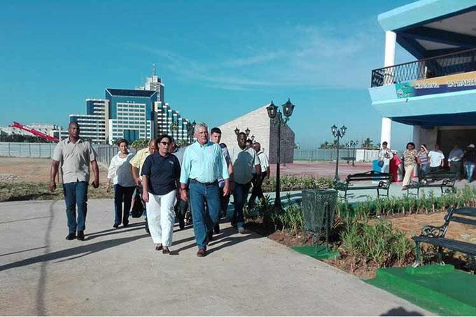 Presidente de Cuba recorre centros de interés de La Habana
