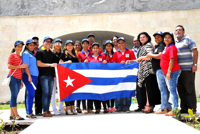 Abanderan delegación de Granma a Conferencia del sindicato de la Cultura
