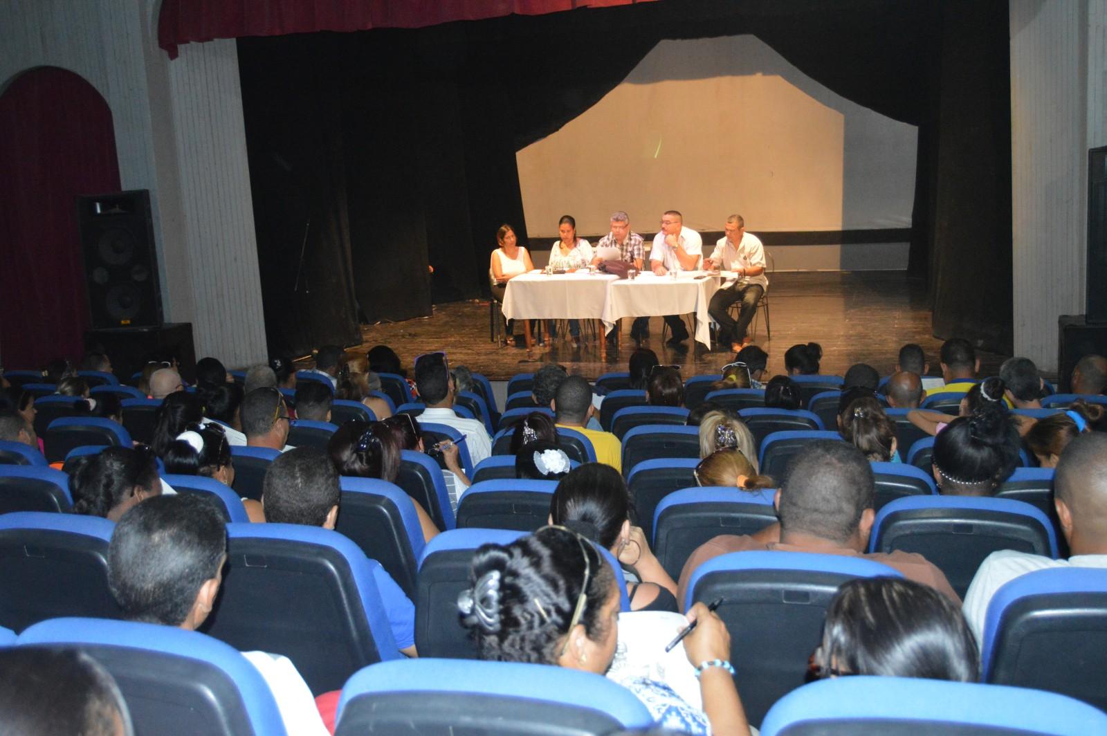 Estudian manzanilleros proyecto de nueva Constitución de Cuba