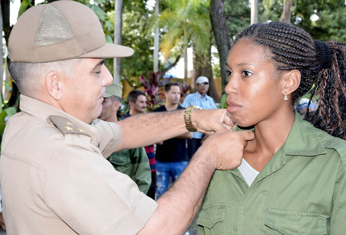 Celebran aniversario 45 del Ejército Juvenil del Trabajo