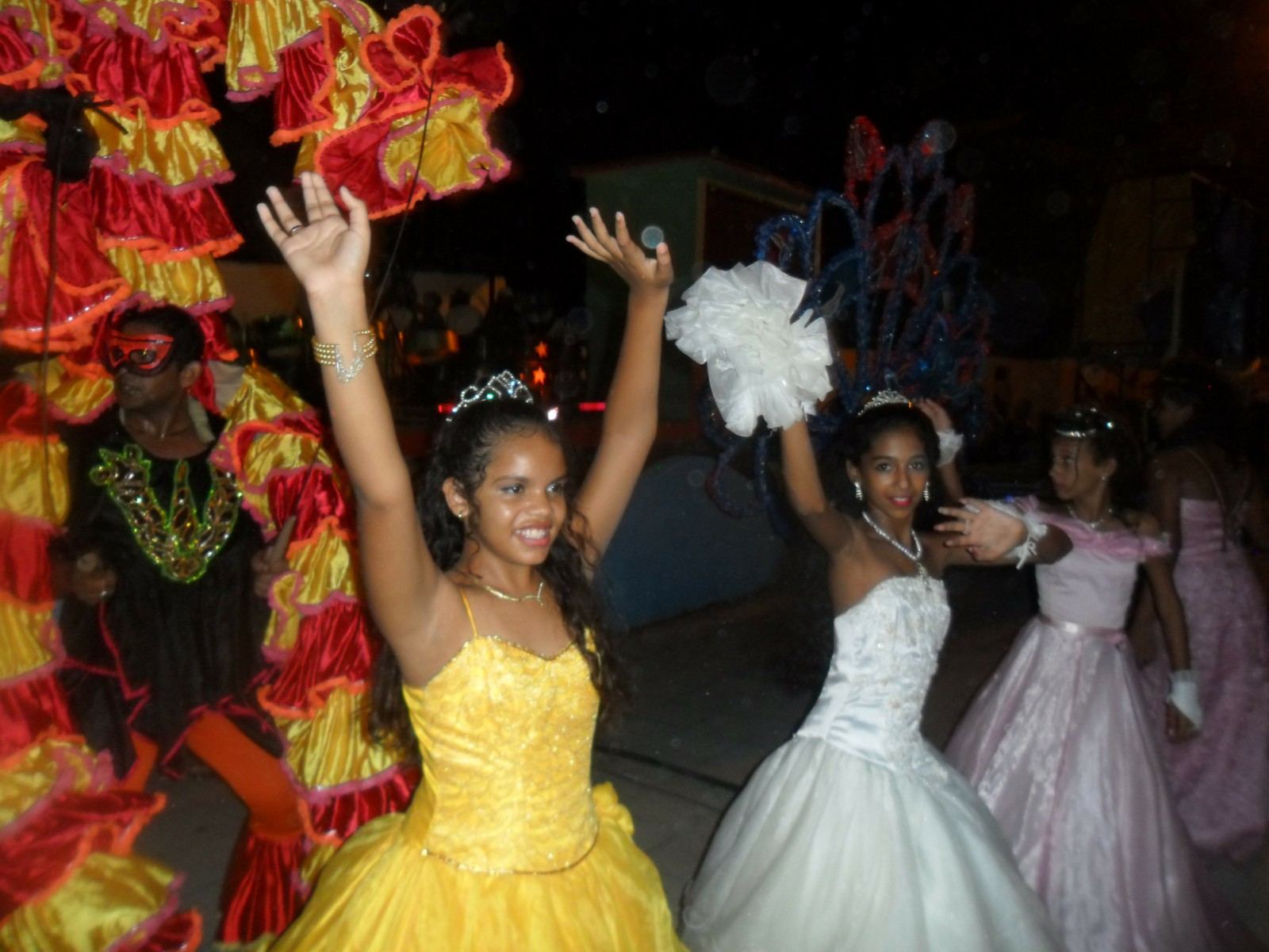 Carnaval infantil divierte a niños manzanilleros (+ fotos)