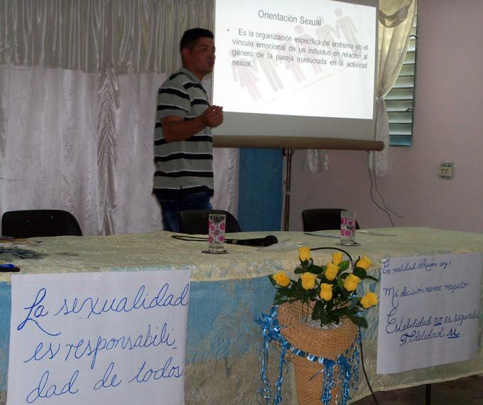 Debaten educadores sobre la prevención de la trata de personas