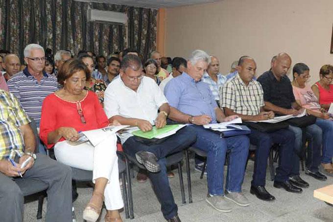 Presidente de Cuba participa en debates sobre nueva Constitución
