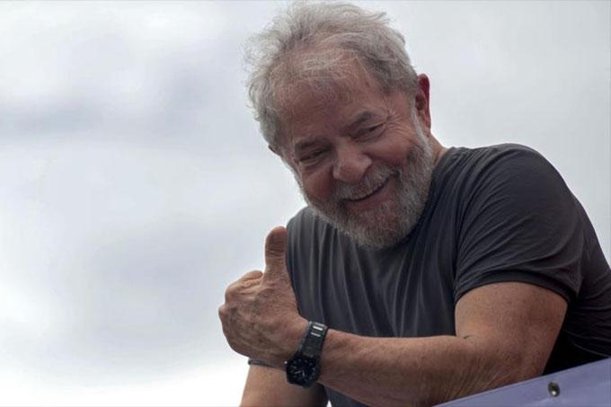 PT oficializa candidatura de Lula, preso político hace 120 días