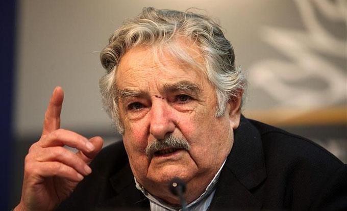 José Mujica anuncia su retiro como senador